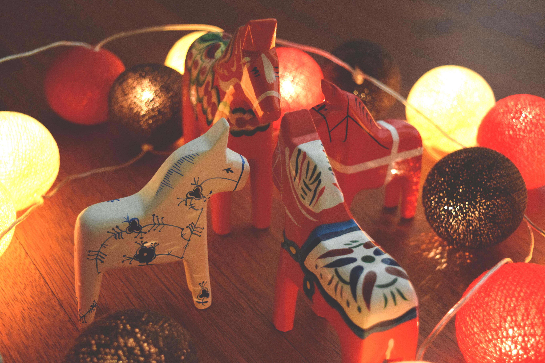 dala-horse-dalahast-dalecarlian-horse-night-84023.jpeg