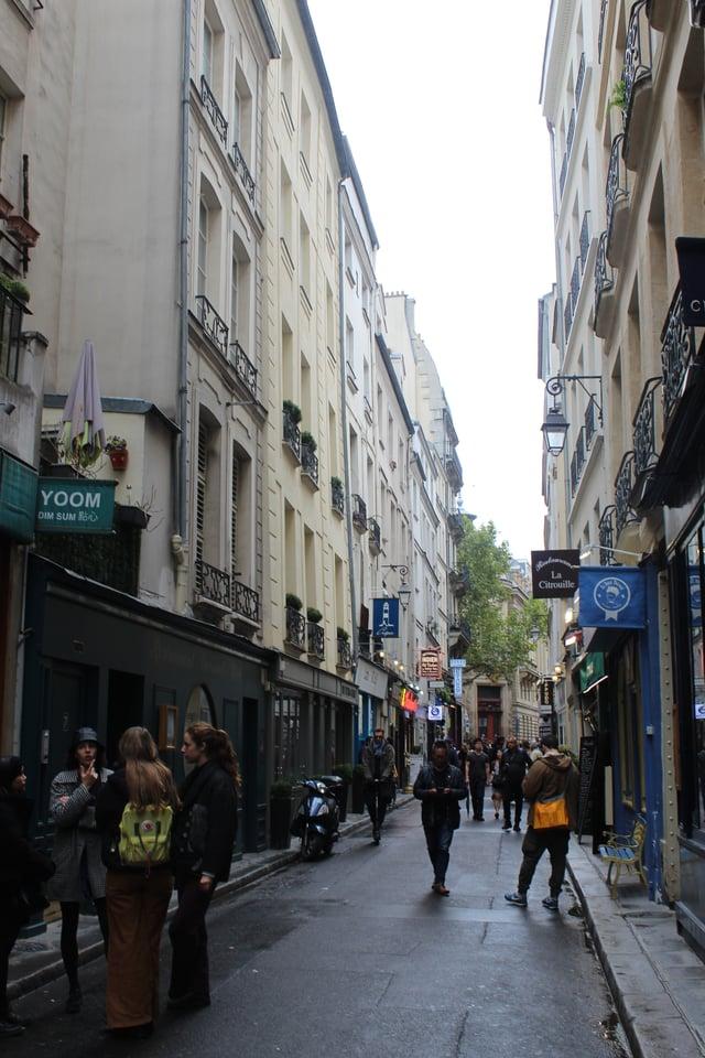 CAPAStudyAbroad_Fall2019_London_MakennaSturgeon_Paris_photo1
