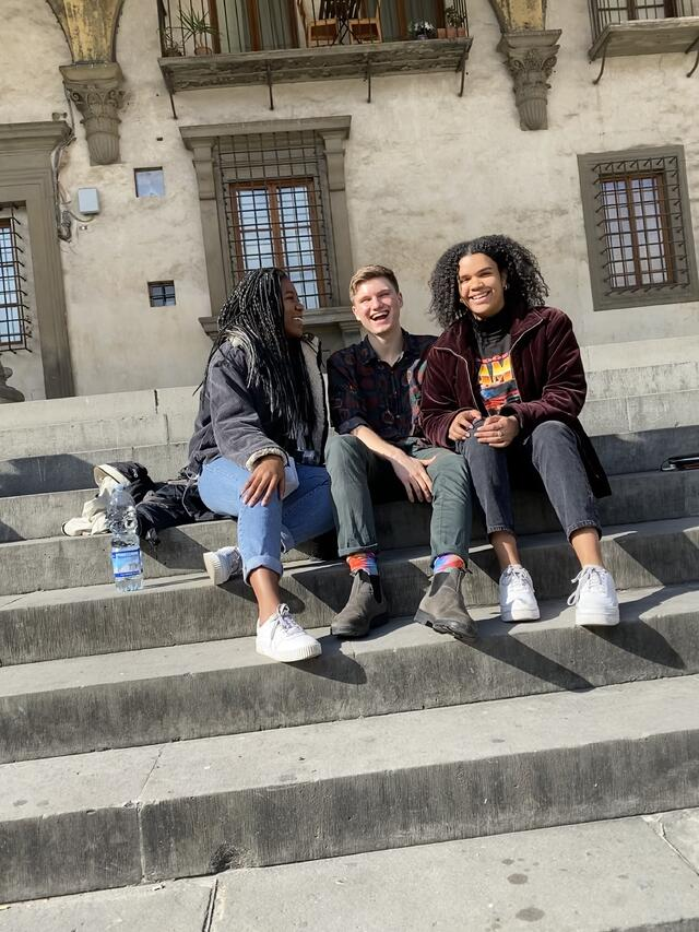 CAPAStudyAbroad_Spring2020_London_JamesNightengale_Friends in Florence