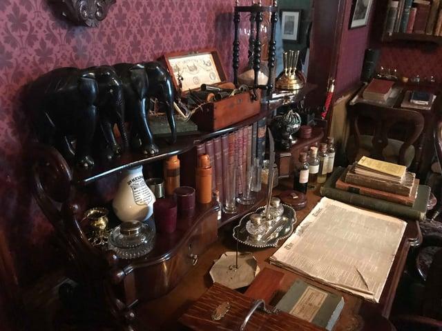 Holmes Desk