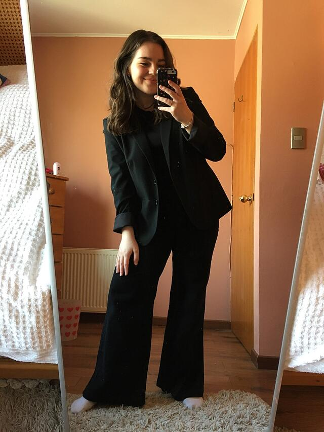 CAPAStudyAbroad_Summer2020_London_Antonia Bignotti_Mirror selfie to capture getting ready for my interview!