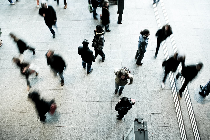 pedestrians-1209316_1920.jpg