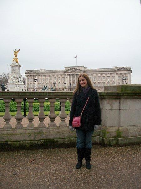 CAPAStudyAbroad_London_Spring2010_Denise_Buckingham_Palace2
