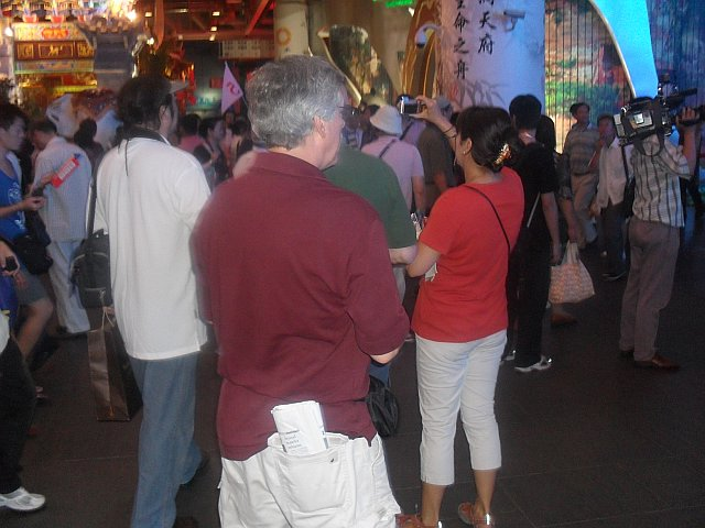 CAPAStudyAbroad_Shanghai_Crowds_throng_the_China_Provinces_Pavilion_in_2010_by_Colin_Speakman